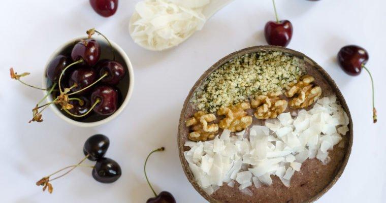 Smoothie bowl alla ciliegia